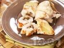 Рецепта Печено пилешко вретено от пържола пълнено със синьо сирене, гъби и кисели краставички на фурна
